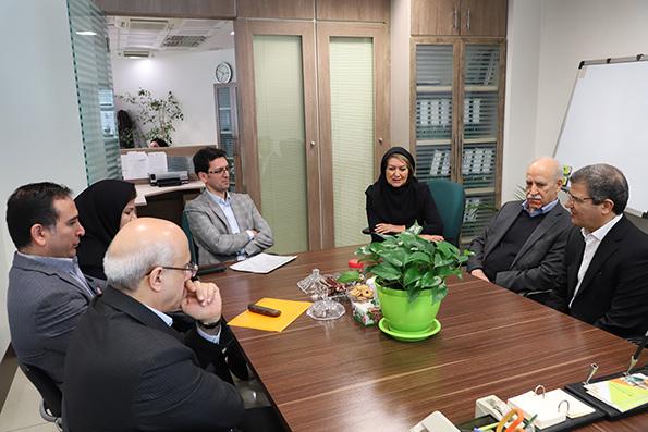 پایگاه خبری آرمان اقتصادی 11512_orig بازدید مدیرعامل بانک کارآفرین از واحدهای ستادی ساختمان صاحبقرانیه در تهران